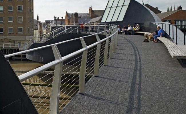 1-river-hull-footbridge